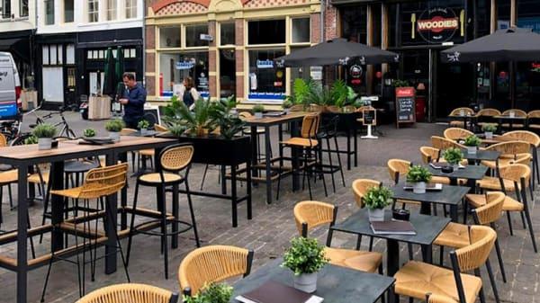 Terras - Muziek & Eetcafe Woodies Zwolle, Zwolle