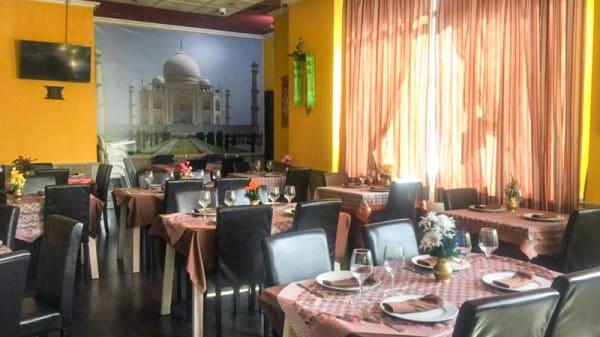 Vista de la sala - Hindu Om, Valdemoro