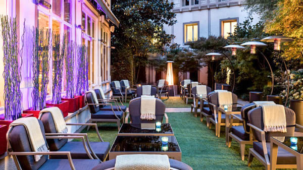 Terrasse - Le Barisien - Bar et Tapas de l'Hôtel Renaissance Le Parc Trocadéro, Paris