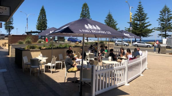 Outdoor Dining with Ocean Views - The Bay Hotel & Diner, Maroubra (NSW)