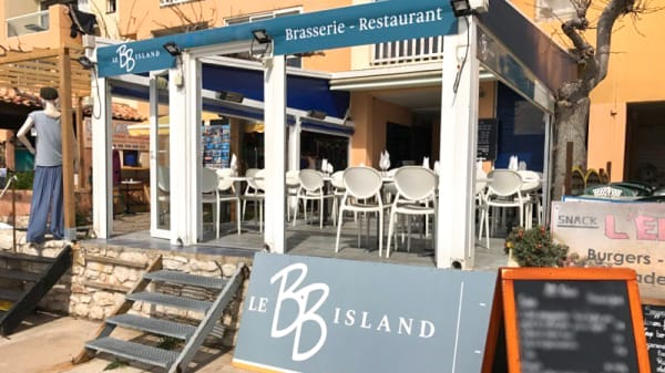 Devanture avec sa belle terrasse - Bb Island, Marseille