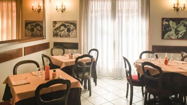 sala - Nuove Salette, Torino