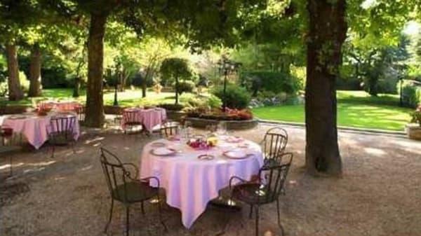 Table dans le jardin - Chavant, Bresson