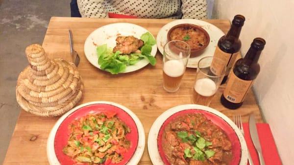 table dressée avec des suggestions - Ahwash, Marseille