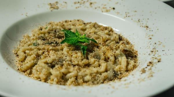 Passatelli asciutti con carciofi, menta e briciole di pane tostato al limone - La Svolta Cucina di Ragione, Bologna