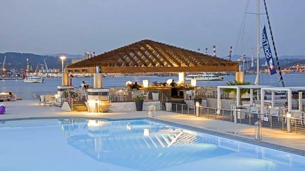 La terrazza e la piscina - Akua da Oscar, La Spezia