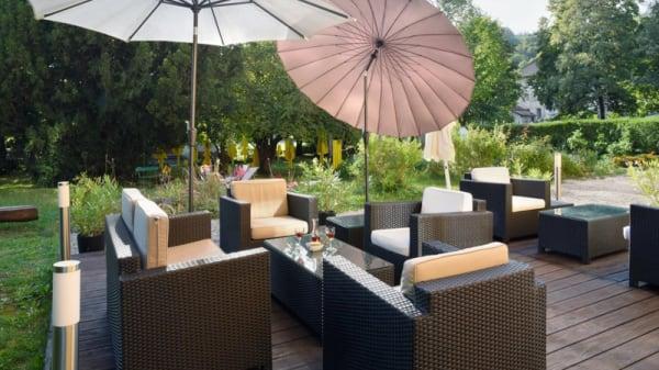 Terrasse - Hôtel Restaurant de l'Aigle, Val-de-Travers