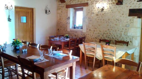 Salle du restaurant - Ferme Auberge de la Colline, La Douze