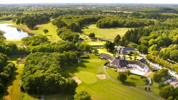 Niché dans un cadre de verdure - Club House du Golf - Resort Barrière La Baule, Saint-André-des-Eaux