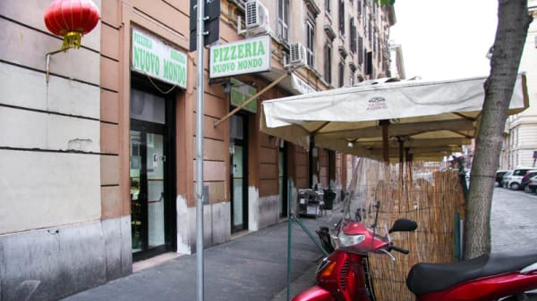esterno - Nuovo Mondo, Roma