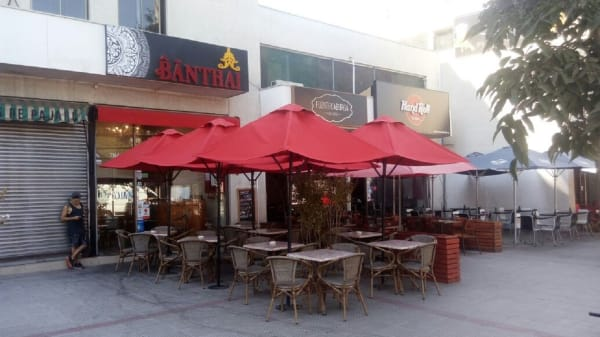 Banthai, Santiago