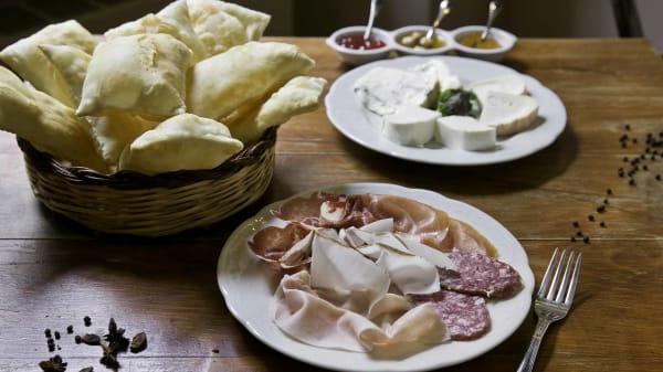 Gnocco fritto, salumi e accompagnamento - Al Villaggio, Formigine