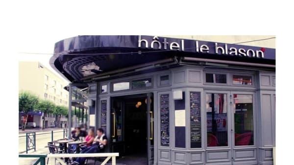 Aperçue de la facade - Hôtel Restaurant Le Blason, Vincennes