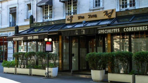 Woo Jung, Paris