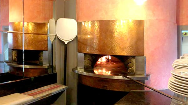 Vista del forno a legna - Montreal, Milan