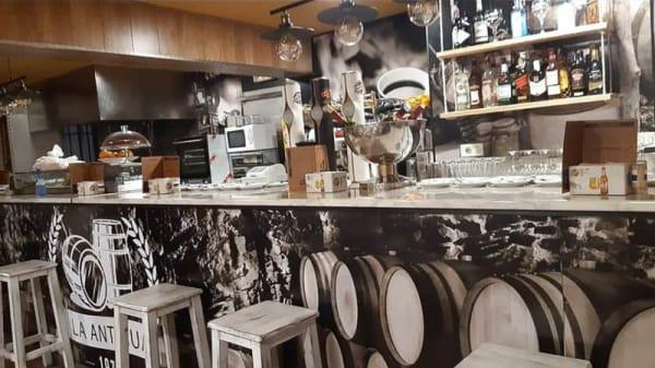 Vista de la sala - Bar La Antigua, Madrid