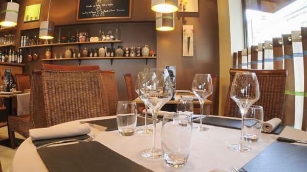 Table dressée du restaurant L'Ambassade des Terroirs - L'Ambassade des Terroirs, Gennevilliers