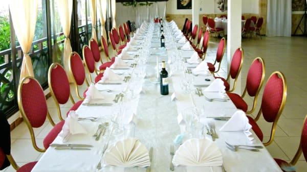 table dressée / vue de la salle - Chez Fanny, Nice