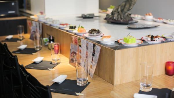 Suggestion de plats sur le tapis roulant ! - Matsuri Victor Hugo, Paris