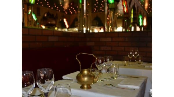 Tables dressées - Villa Punjab, Paris