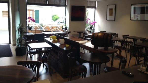 Vue de la salle - Café-Restaurant du Mont-Blanc, Lonay