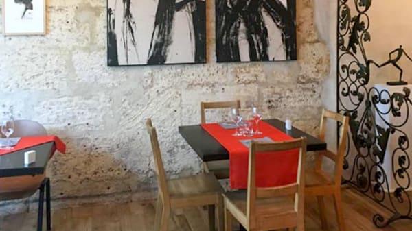 Un intérieur chaleureux de vielles pierres, bois et art contemporain. - 66 Degrés Périgueux, Périgueux