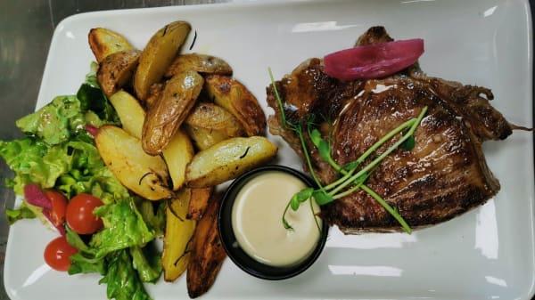 Pièce du boucher, grenailles confites, chiffonnade de salade - Restaurant du Bois des Retz