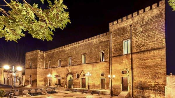 Facciata - Castello Conti Filo, Torre Santa Susanna