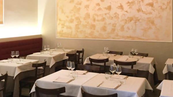 Sala del ristorante - San Pietro, Bologna