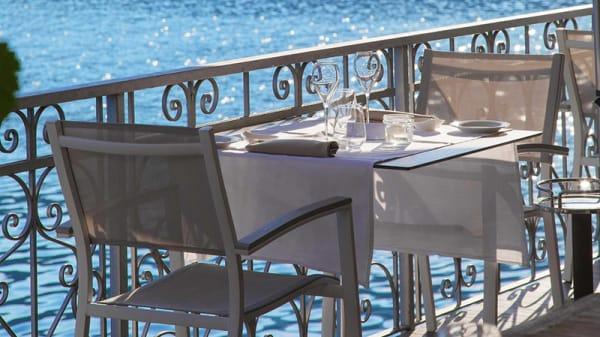 Particolare tavolo - Giardinetto, Pettenasco