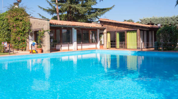 Esterno con piscina - Verde Bistrot, Roma