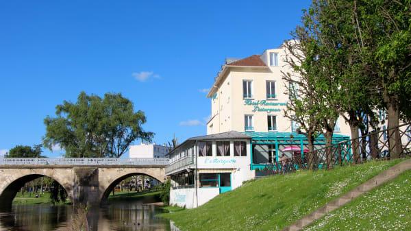 vue extérieur - L'Esturgeon, Poissy
