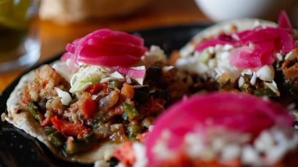 Sugerencia de plato - Bob Marlin, Ciudad de México