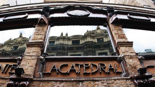 Detalle fachada - La Catedral, Madrid