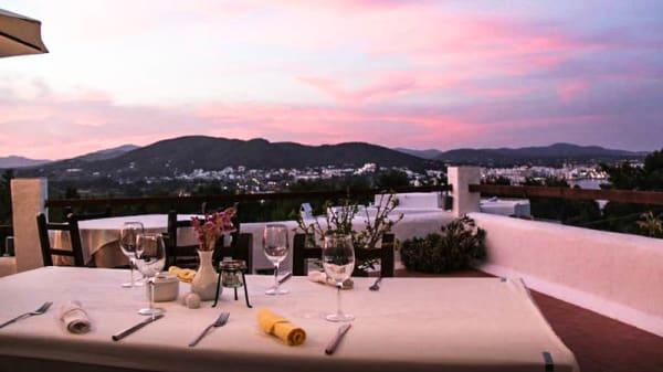 La terraza al atardecer - Sa Finca, Santa Eularia Des Riu