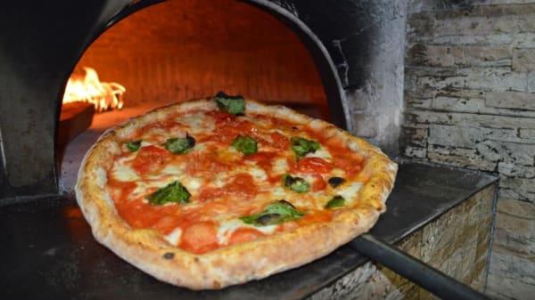 pizza margherita - Pizzeria Vesuvio, Portici