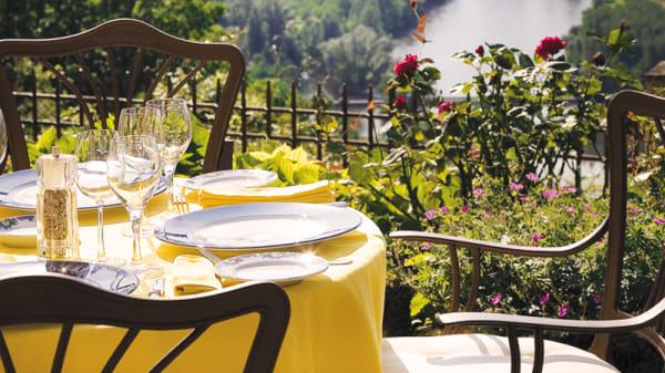 table sur la terrasse - L'Esplanade, Domme
