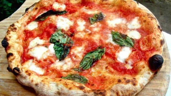 Pizza - Pizzeria Comes, Portici