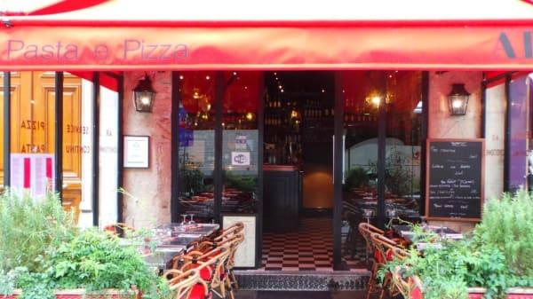 Alfio, Paris