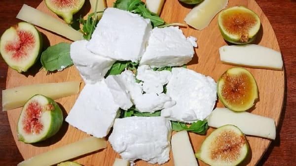 Tagliere di fichi e formaggi - Agriturismo La Ginestra