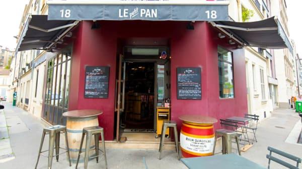 Façade - Le Petit Pan, Paris