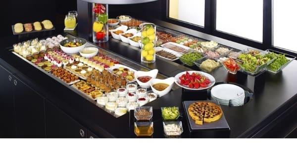 Le buffet - Campanile Voisins le Bretonneux, Voisins-le-Bretonneux