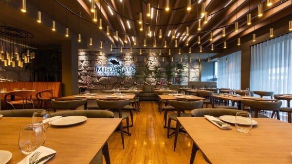 Vista do interior - Miramaia Steakhouse, Maia