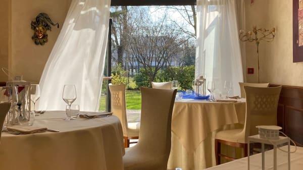 Sala con vista sul giardino - Ristorante Ai Pini, Venezia