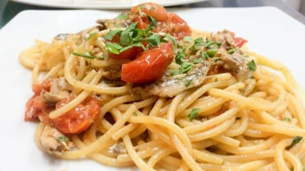 spaghetti alici e pecorino - Osteria Borgo Antico, Terracina