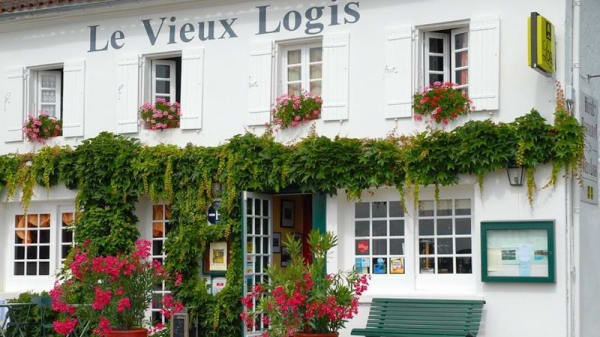 Restaurant - Le Vieux Logis Clam, Jonzac