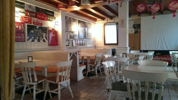 1 - Cheers Pub, Tombolo
