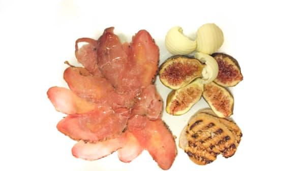 Mocetta nostrana con fichi e burro - Locanda dei Tigli, Ponzone