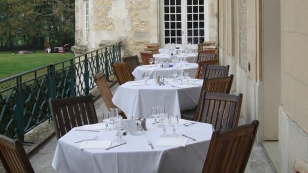 Tables à l'extérieur - Le Bertichères, Chaumont-en-Vexin
