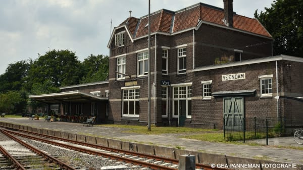 Saloon1910 Perronkant incl terras - Saloon 1910, Veendam